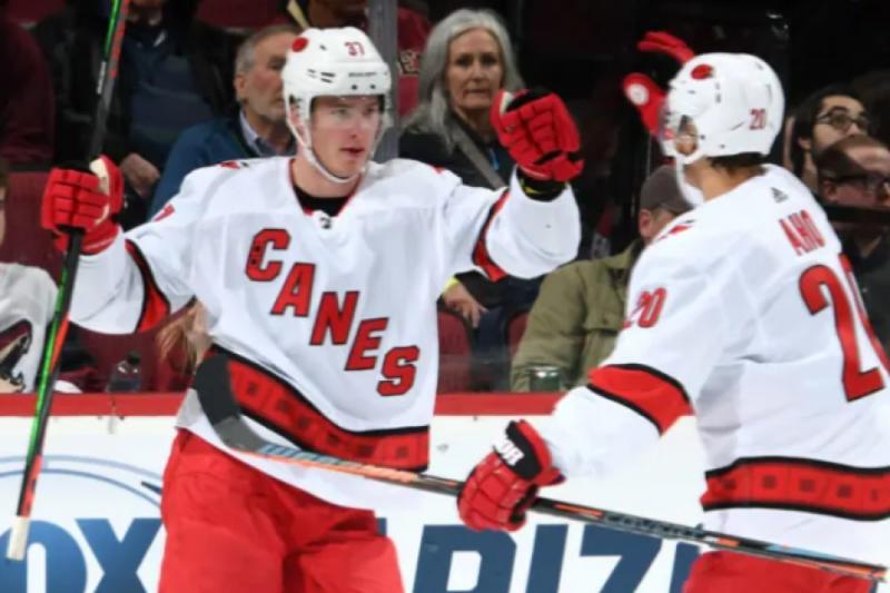 """""""Нэшвилл"""" влетел под """"Каролину"""" после трех побед. Свечников - опять забил.Вот вам и юниор: уже 24 шайбы в НХЛ в 19 лет."""