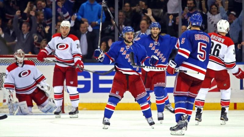 Обзор игр НХЛ за 22 февраля. Панарин 2, Варламов 3 звезды