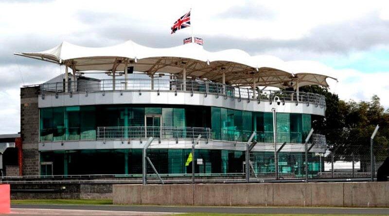Сильверстоун вернет все деньги за билеты, если этапы Ф1 и Moto GP не состоятся