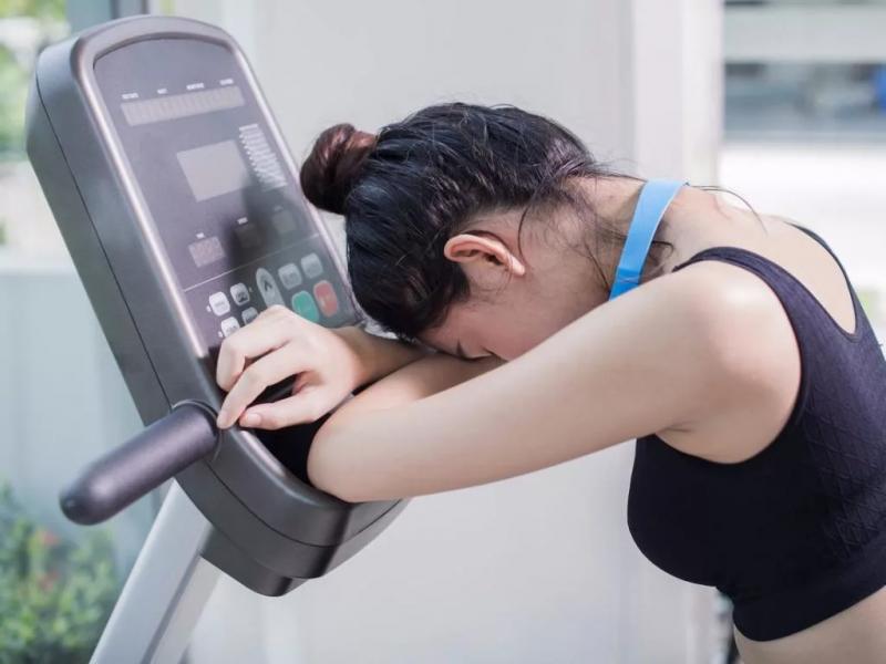 В каких случаях тренировку необходимо срочно прекратить? 3 случая