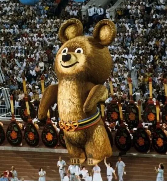 Где приземлился олимпийский мишка, и что с ним стало потом