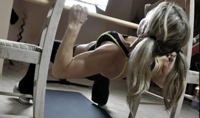 Как построить широкий торс дома? Минимум упражнений со своим весом