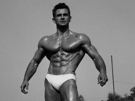 Крутейшее упражнение для мышц брюшного пресса: скручивания Жиронды
