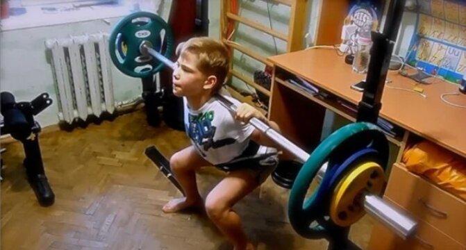 Почему семилетний бодибилдер и рекордсмен Андрей Косташ стал «обычным» в 14?