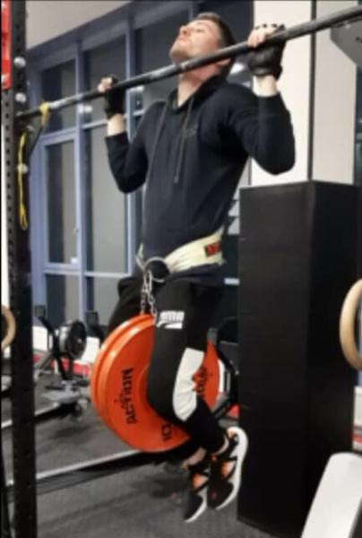 Подтягивания с весом на массу. Крутая программа увеличения силы