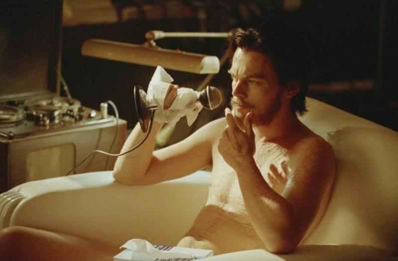 """Реальный диагноз (ОКР) Ди Каприо помог ему в полной мере раскрыть персонажа с таким же заболеванием в фильме """"Авиатор"""""""