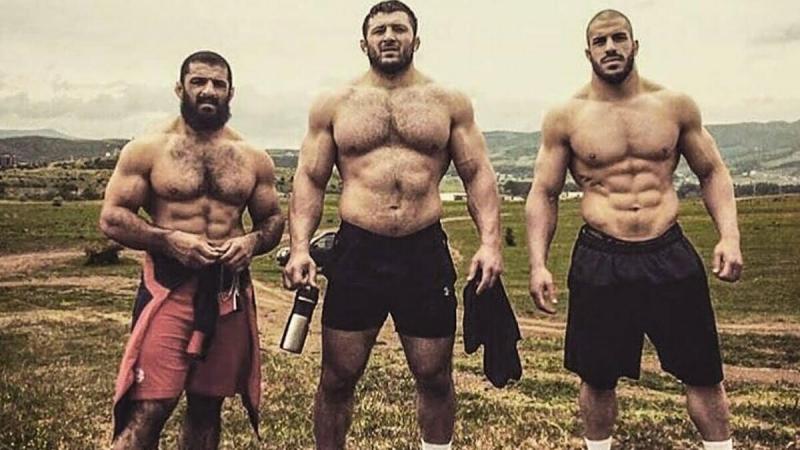 Мужчинам каких национальностей легче всего накачать мышцы (субъективное мнение)