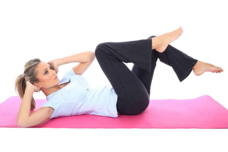 Упражнения, которые быстро уберут жир на коленях, проработают бедра и накачают ягодицы. Результат за 10 дней.