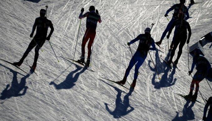 За биатлонистами и спортсменами следят, как за преступниками.