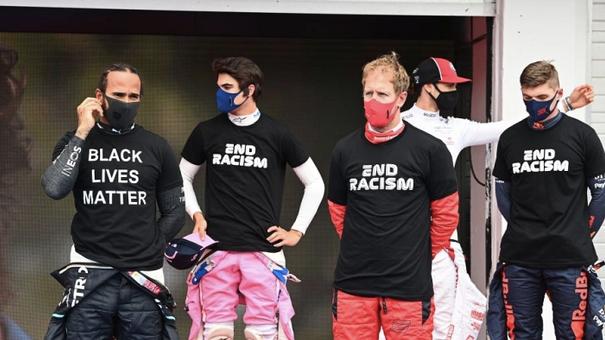 Льюис Хэмилтон недоволен тем, как гонщики борются с расизмом