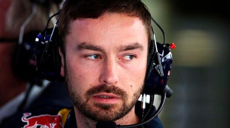 «Ред Булл» сменила гоночного инженера для Элбона