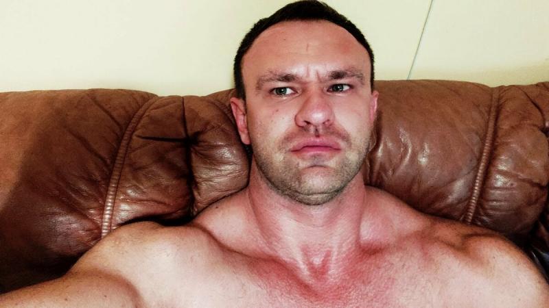 Ставил в мышцы, а вырос нос. Как Саша Михайлов 10 лет использует стероиды, но так и не смог накачаться