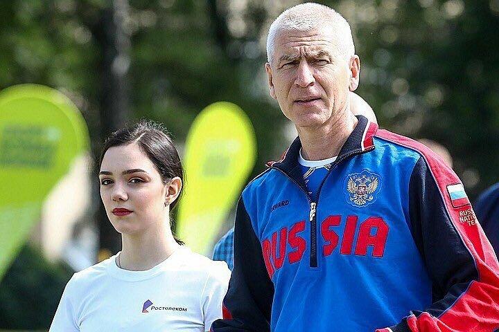 Уехать нельзя остаться: что делать Евгении Медведевой с Кубком России