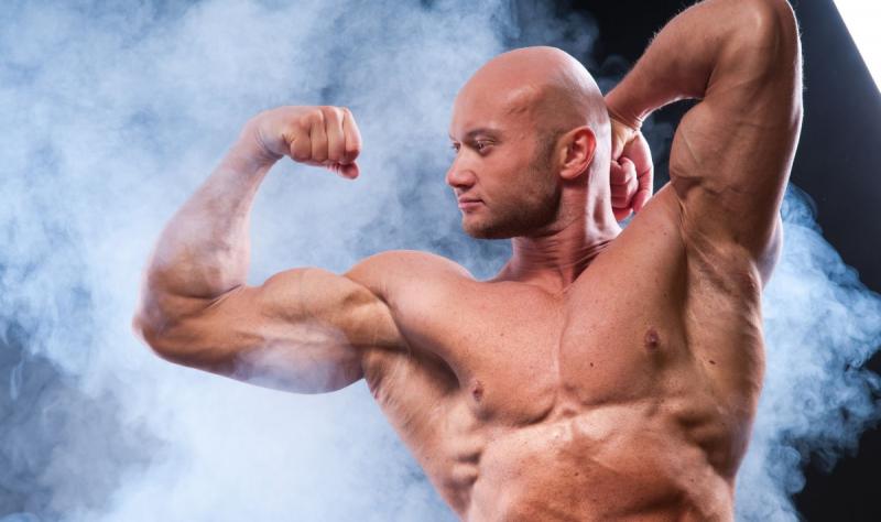 Сколько кг мышц Вы сможете накачать за месяц: мужчина и девушка