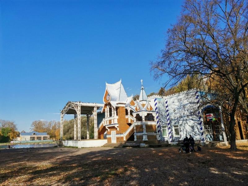 Показываю, что стало с Олимпийской резиденцией Деда Мороза через 6 лет после Олимпиады в Сочи и как она оказалась в Вологде