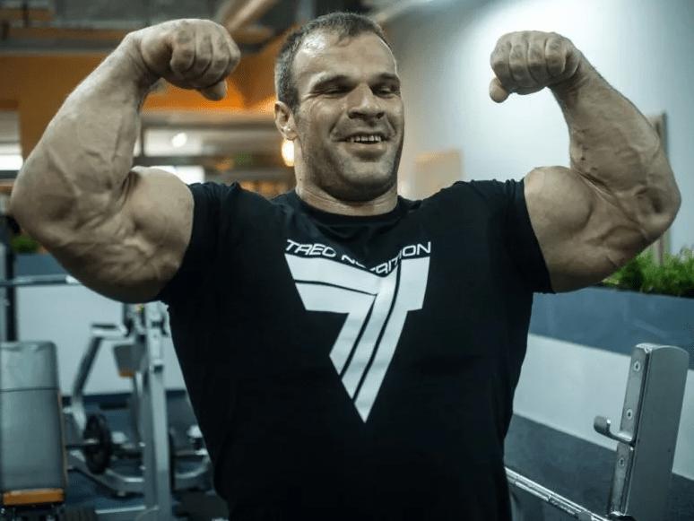 Русский паренек против сильнейшего бодибилдера в мире. Бой на руках