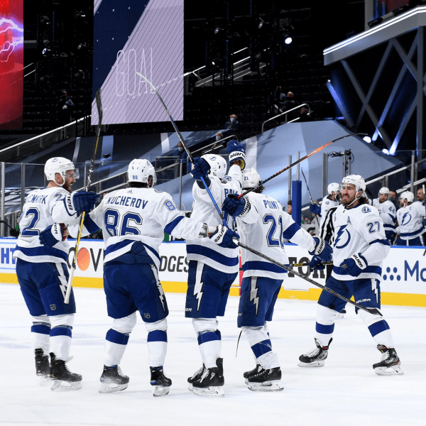 Без зарплат и зрителей. Приближается самый странный (и короткий?) сезон в НХЛ