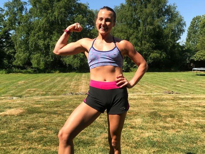 Девушка делала 100 дней по 100 отжиманий. Как изменилось ее тело?