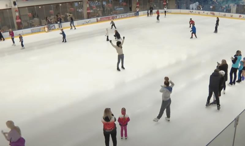 Розыгрыш от Алексея Ягудина. Олимпийский Чемпион притворялся немощным стариком на катке