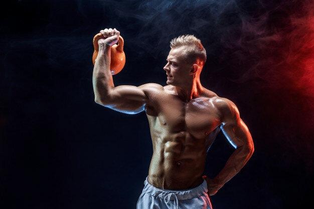 Как одним упражнением прокачать всё тело? Трастеры с гирями — секрет всех мощных атлетов