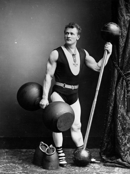 Его называют королем упражнений.Рассказываю об эволюции приседаний на примере знаменитых имен из истории железного спорта
