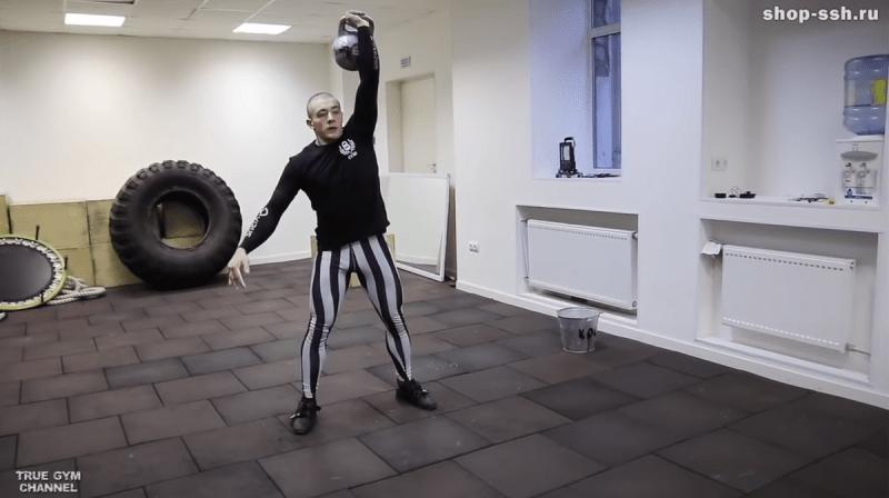 Как накачаться с помощью гири? 3 упражнения от Виктора Блуда с гирей для всего тела