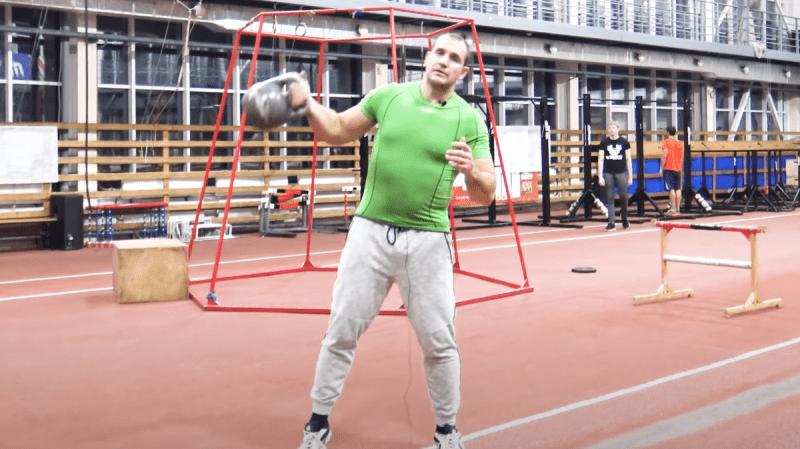 Срочно прекратите это делать: 4 бесполезных упражнения с гирей, которые не принесут вам никакой пользы