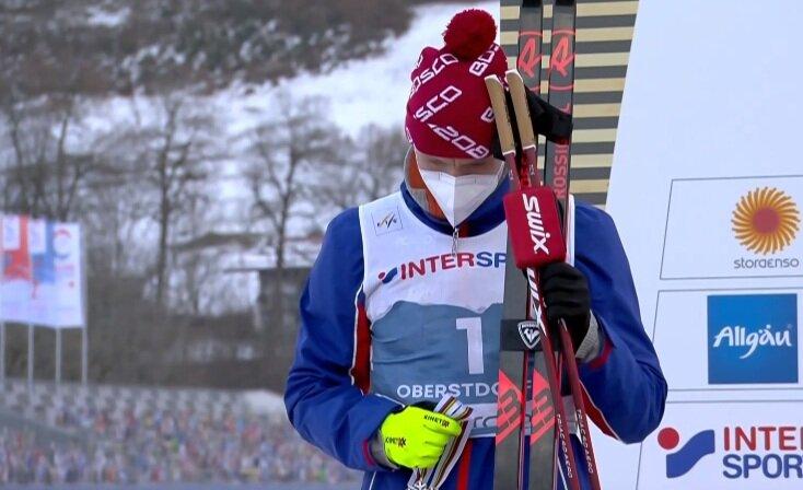 «Условно серебряный финиш»: Большунов отказался надеть медаль на награждении – реакция болельщиков