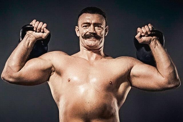 Почувствуйте себя силачом старой школы: 5 упражнений с гирей, которые сделают из вас настоящего мужчину