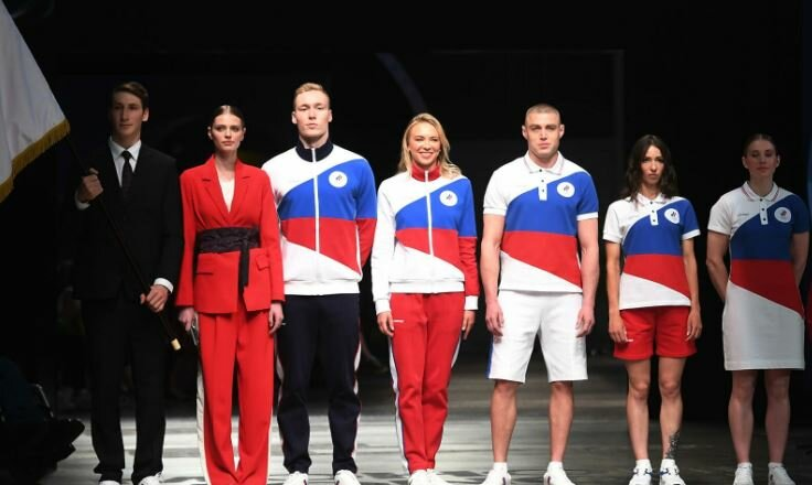 «Россияне не стоят на коленях, но уважают свой флаг»: как американцы комментируют олимпийскую форму российских спортсменов