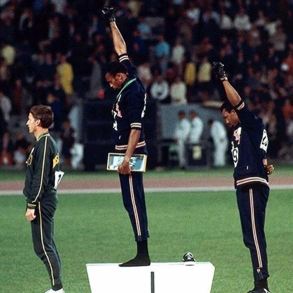 Скоро Америка продавит правила в спорте, где каждый будет обязан встать на колени!