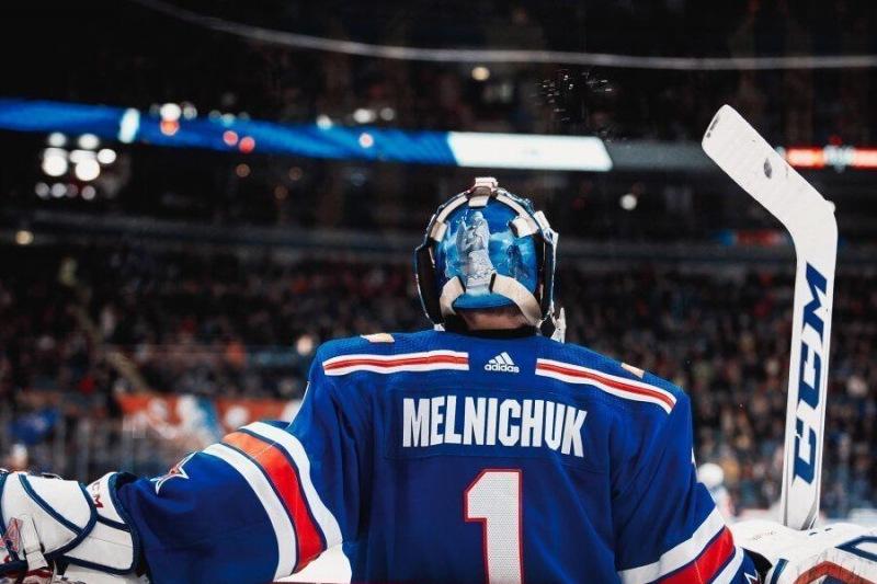 Самый талантливый молодой хоккейный вратарь России лишен игровой практики.